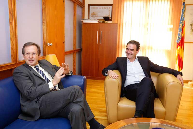 Recepción oficial del alcalde de L'Alfàs al embajador de los Países Bajos