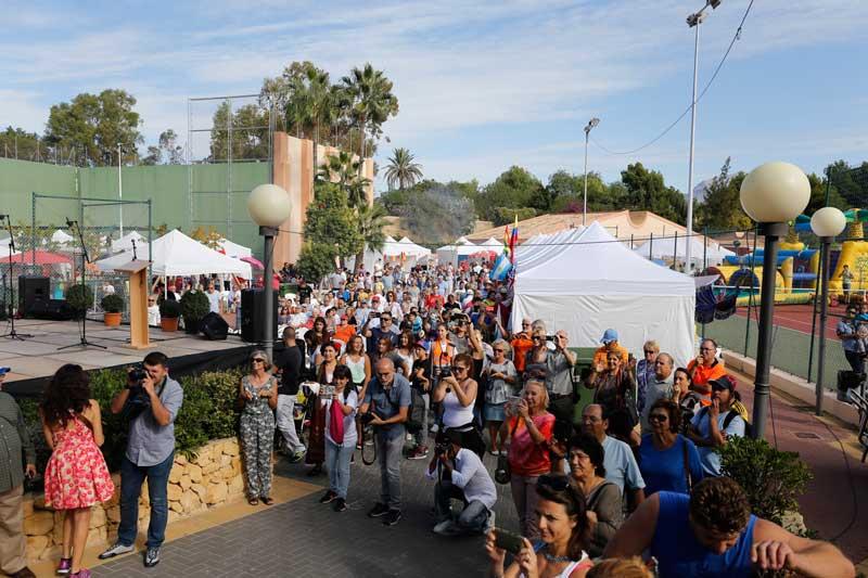 Más de 3.000 personas celebran el Día Internacional de L'Alfàs
