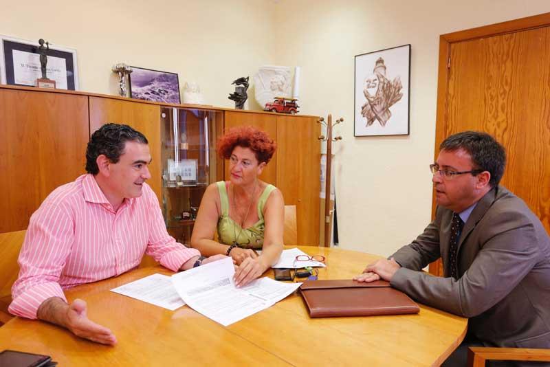 El Ayuntamiento de l'Alfàs renovará el convenio con la empresa Llorente Bus para la permanencia de las tarjetas de transporte Oro y Azul