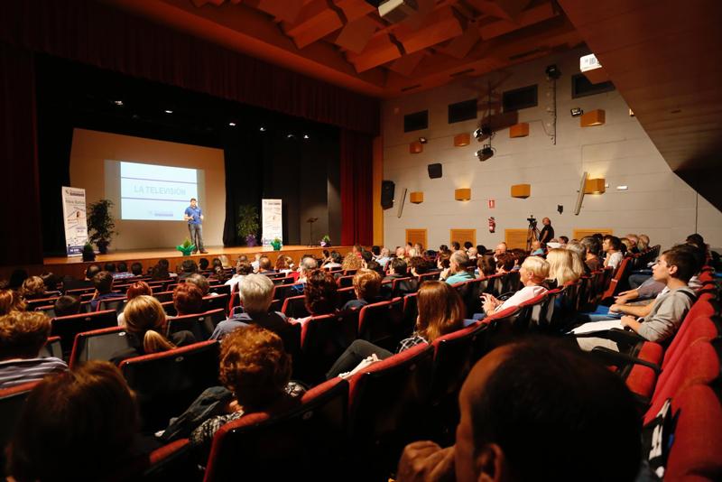Más de 200 personas en el acto de presentación de la fibra óptica