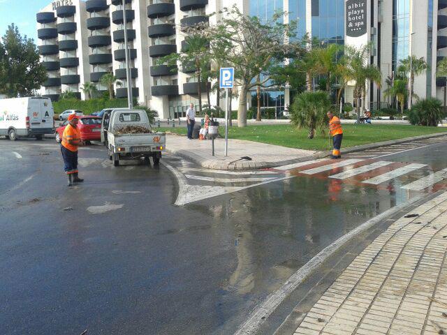 L'Alfàs solventa en menos de dos horas los problemas causados por las lluvias torrenciales