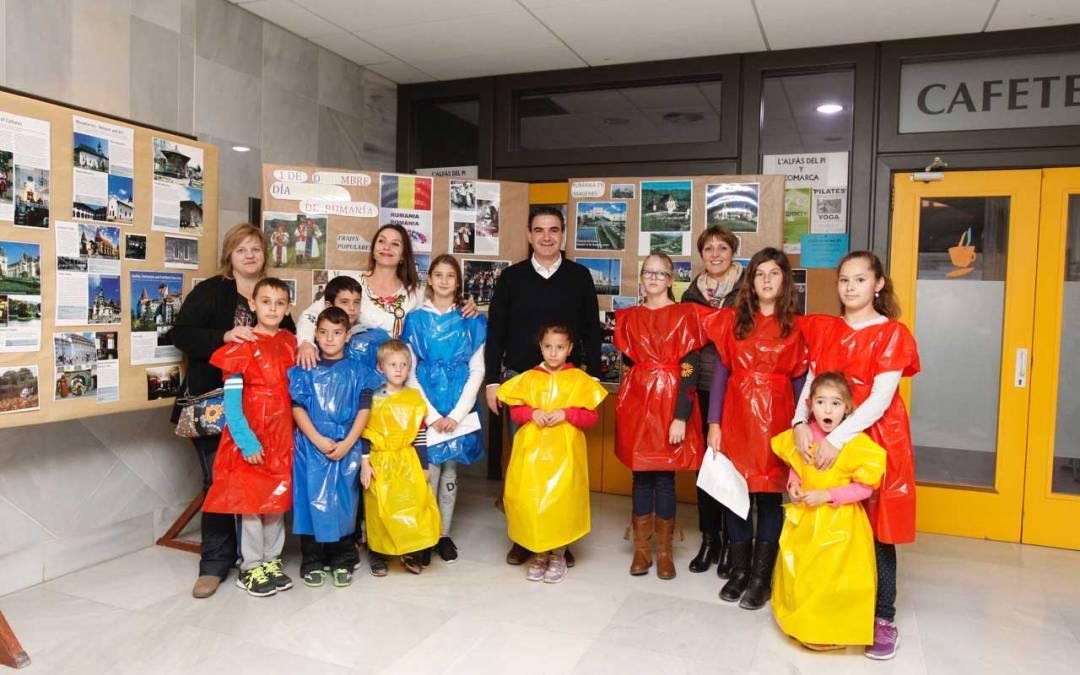 Los alumnos del curso de rumano celebran el Día de Rumanía con una exposición en la casa de cultura