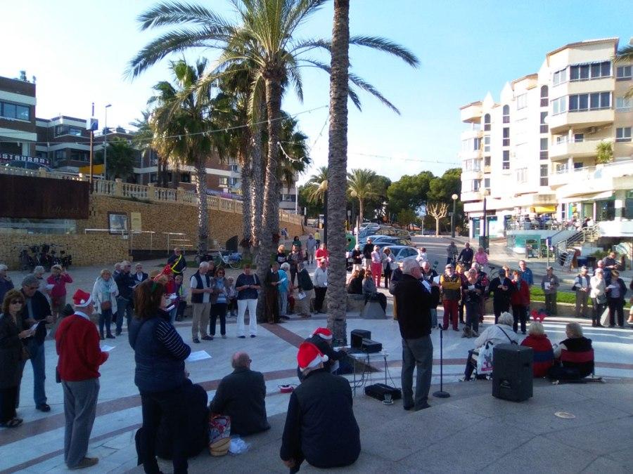 La Iglesia Anglicana Costa Blanca  canta villancicos en la playa de l'Albir