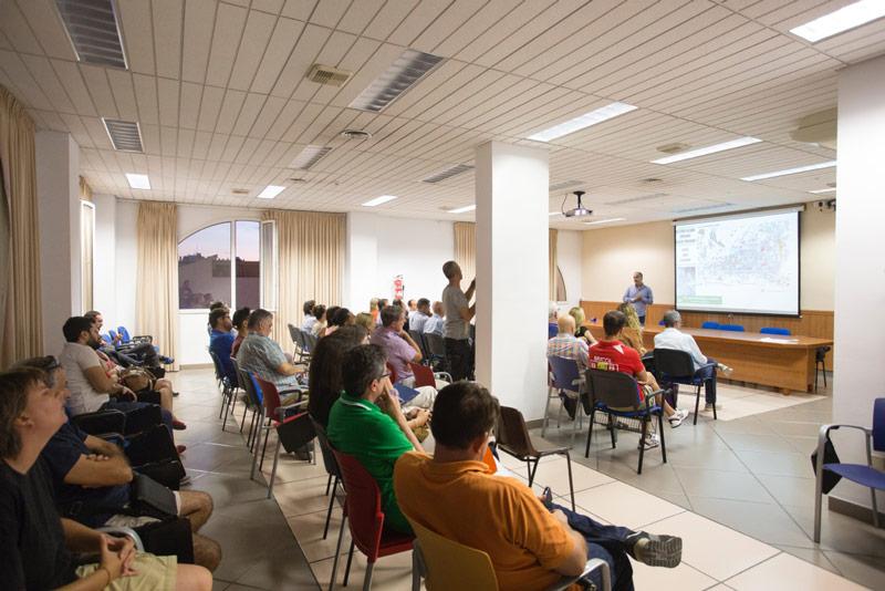 Charla informativa sobre las obras en la avenida del País Valencià