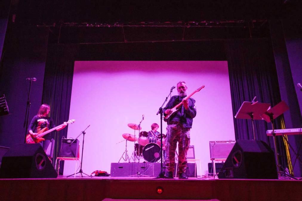 Los alumnos del IES L'Arabí recaudan en un concierto 250 euros para el voluntariado social de l'Alfàs