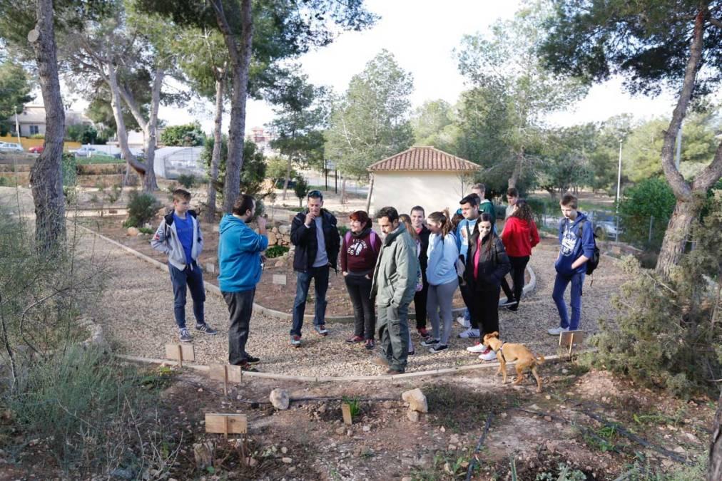 Los alumnos de PDC del IES L'Arabí visitan el CIPM Los Carrascos