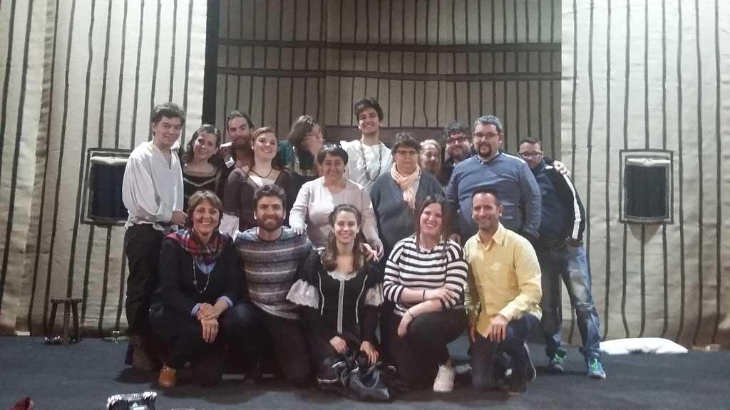 Los alumnos del Taller de Interpretación del CRIS de Benidorm se interesan por el trabajo de Arabí Teatre