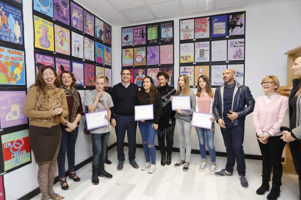 Saría Ayes López gana el concurso de carteles organizado por Igualdad para la Semana de la Mujer