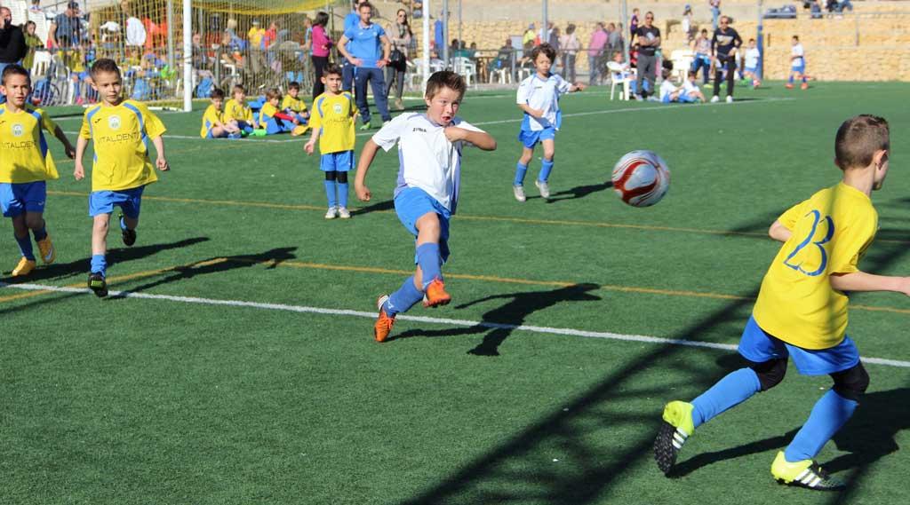 Mas de 1300 personas han pasado por el  Polideportivo de l'Alfàs del Pi por la celebración del primer torneo Querusport Nova Cup 2016.