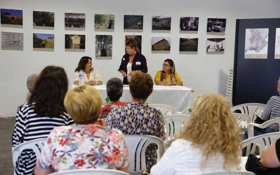 La AECC y la concejalía de sanidad explicaron a la ciudadanía su campaña de prevención del cáncer de mama