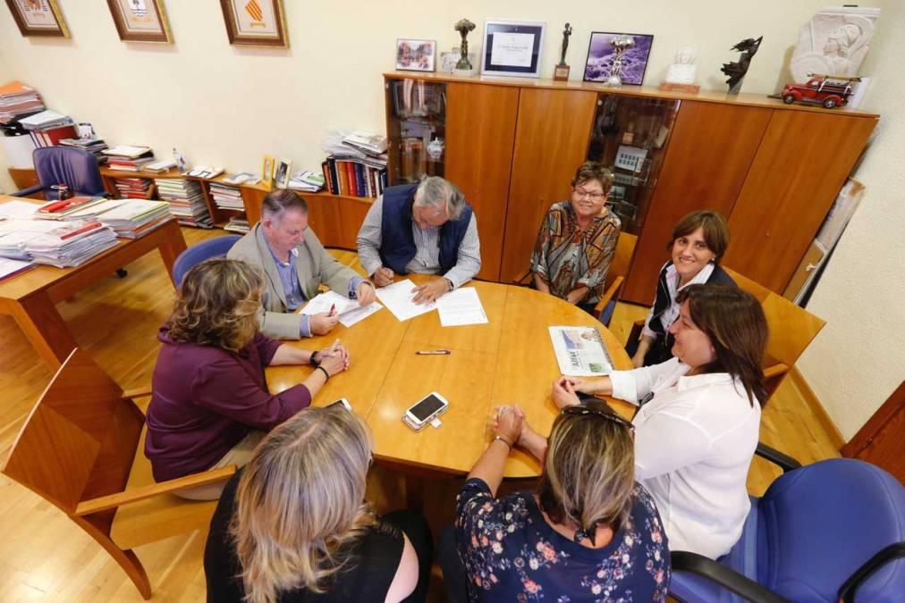 El ayuntamiento de l'Alfàs del Pi se compromete con la lucha contra el cáncer renovando su convenio con la AECC