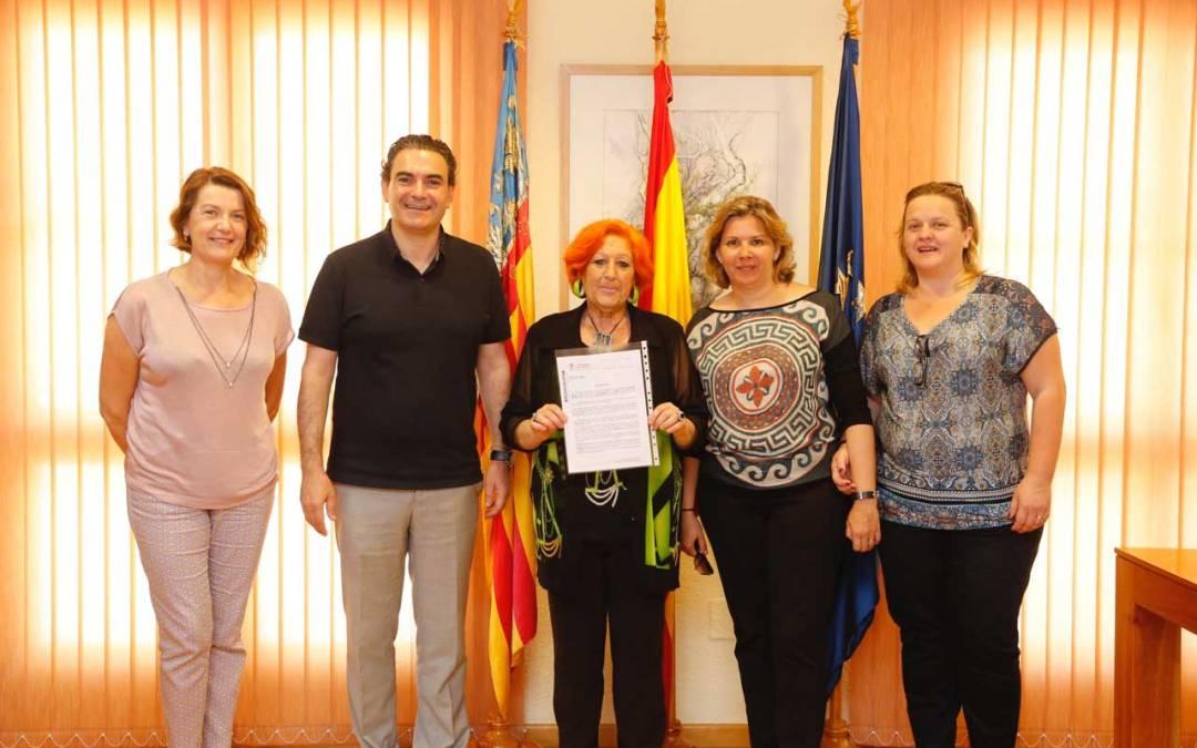 L'Alfàs del Pi aumenta su colaboración y compromiso con los familiares de enfermos mentales de la Marina Baixa