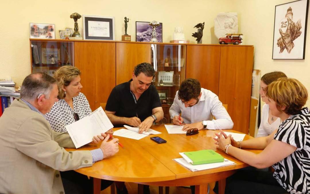 El ayuntamiento de l'Alfàs del Pi impulsa el teatro joven firmando un convenio de colaboración con Arabí Teatre