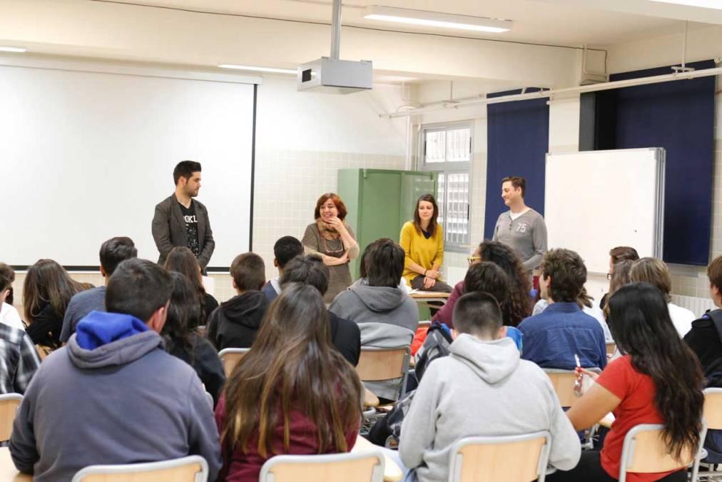 Juventud ayuda a los jóvenes del IES l'Arabí a conocer el voluntariado y las oportunidades que ofrece