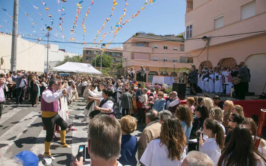 El barrio de la Ferrería de l'Alfàs del Pi vibró con las fiestas de 'La Creueta'