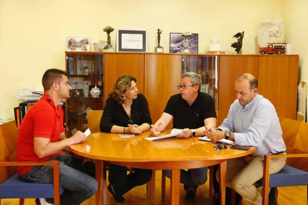 Ecovidrio pretende aumentar en cinco toneladas el vidrio reciclado en l'Alfàs respecto al pasado verano
