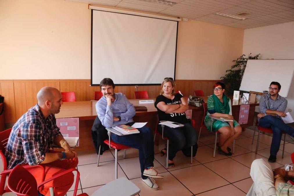 La Casa de Cultura de l'Alfàs se llenó de poesía con Begonya Pozo y Joaquín Juan Penalva