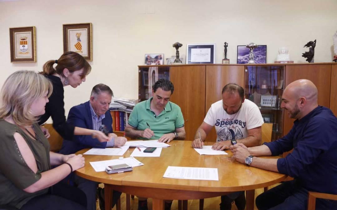 El club de frontenis de l'Alfàs del Pi firma su convenio de colaboración con el Ayuntamiento