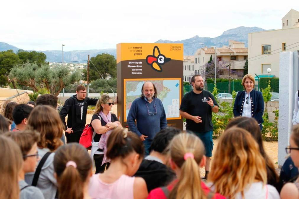 Medio centenar de alumnos del IES l'Arabí visitan el CEAC y descubre los secretos del Parc Natural de la Serra Gelada