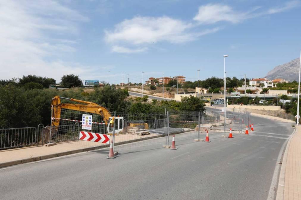 Corte del camí de Coves por las obras del colector de pluviales de la avenida del País Valencià