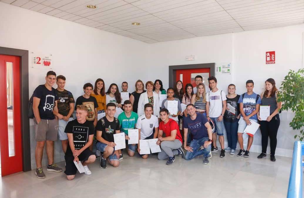 Juventud prepara a cerca de 60 jóvenes de l'Alfàs del Pi para facilitar su incorporación laboral