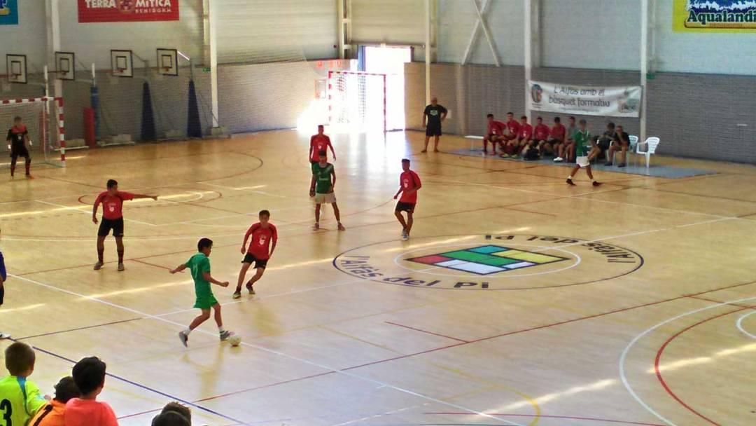 La  VIII edición del torneo de Fútbol Sala  base de l'Alfàs del Pi  supera la participación  de los anteriores con un total de  40 equipos inscritos.