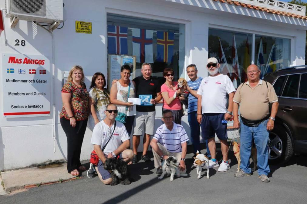 La asociación Más Amigos de l'Alfàs del Pi recauda fondos para colaborar con APPA
