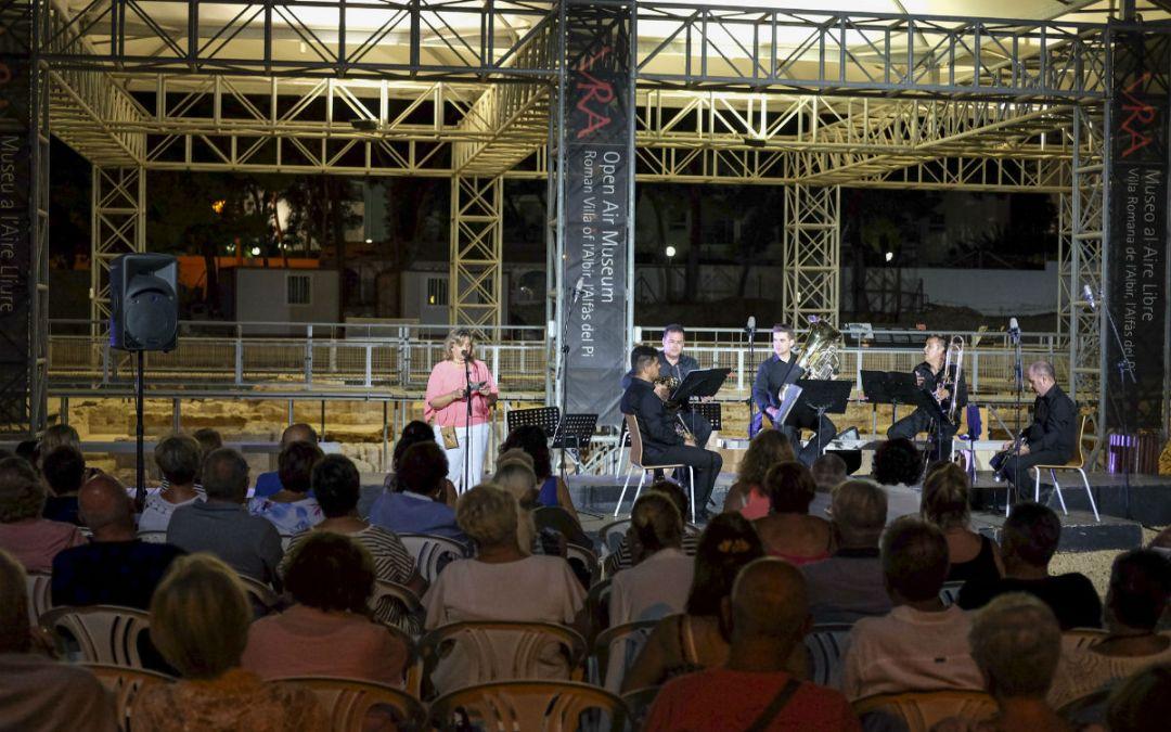 Más de 150 personas asisten al concierto de Murcia Brass Quintet en el Museo Villa Romana de l'Albir