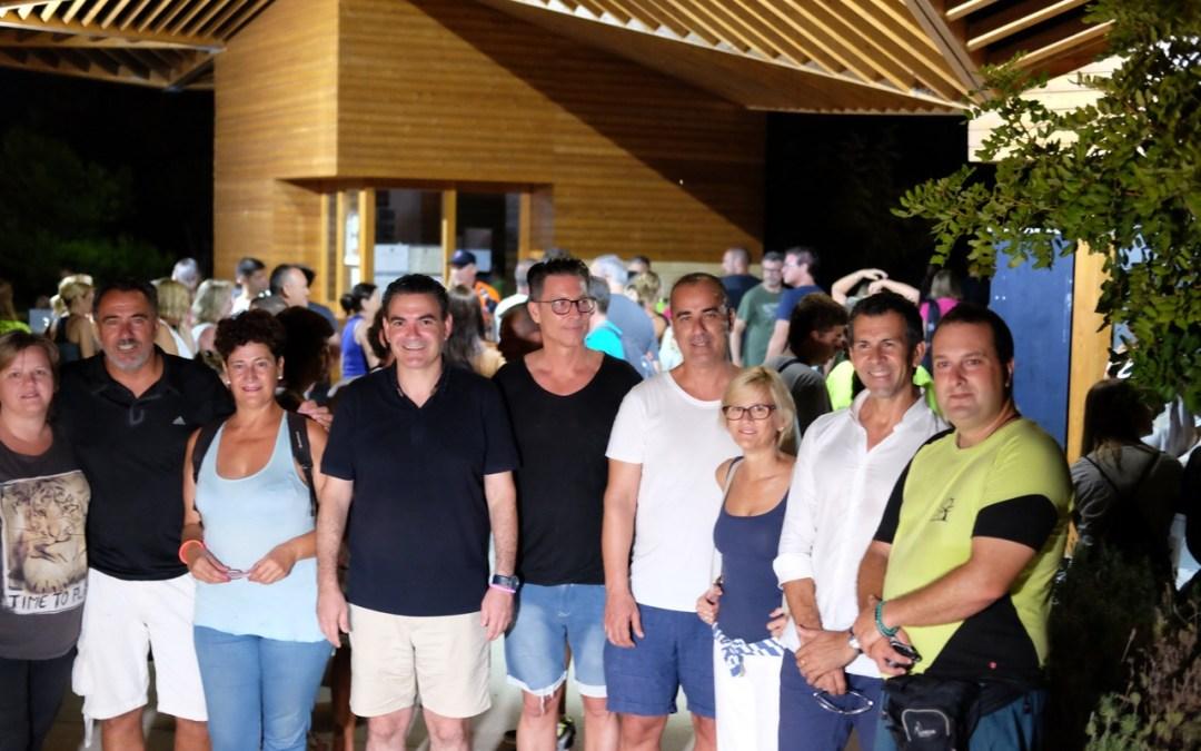 El Camino del Faro de l'Albir y la luna llena atrajeron a centenares de personas en la caminata nocturna
