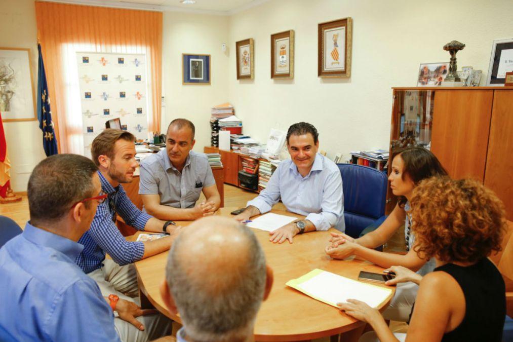 El Ayuntamiento de l'Alfàs y AVIBE colaborarán en acciones de promoción del municipio