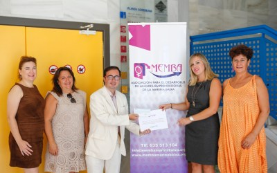 Memba hace entrega a Aerbeco de los fondos recaudados con la representación de 'Mi jefe me pone negr@'