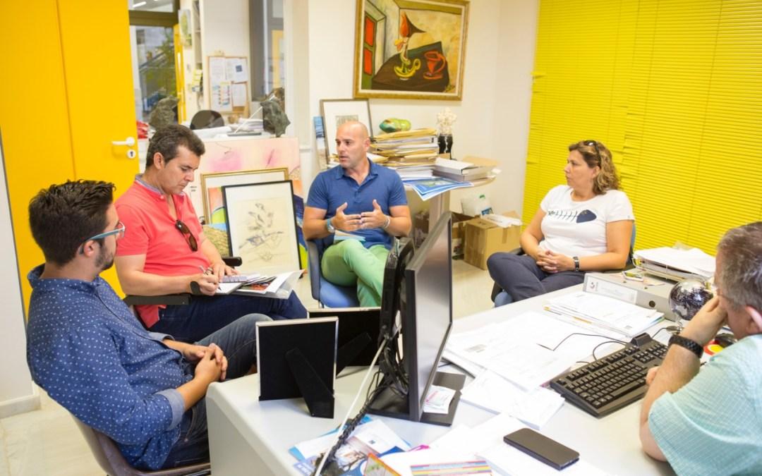 L'Alfàs quiere intensificar su relación cultural con el Instituto Juan Gil Albert