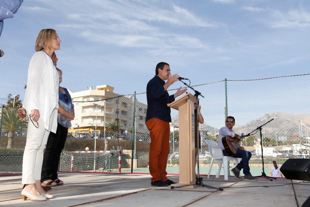 Vicente Arques se dirige a los asistentes al Día Internacional