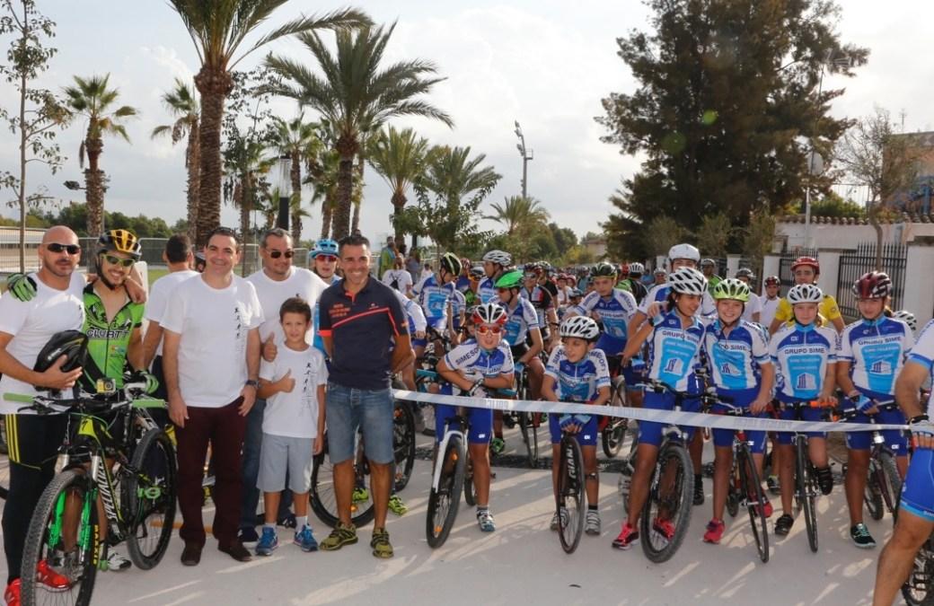 """Éxito de participación en la celebración del día de la bicicleta y la fiesta """"l'Alfàs más deporte"""" del 12 de octubre."""