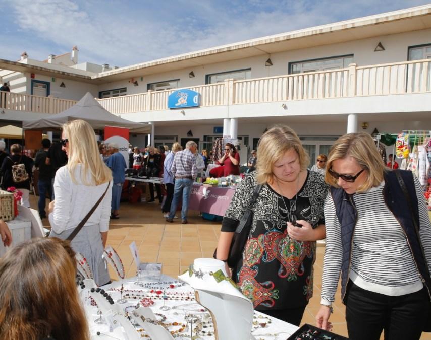 Alfaz del Sol reúne en su feria anual a varias decenas de empresas y colectivos locales