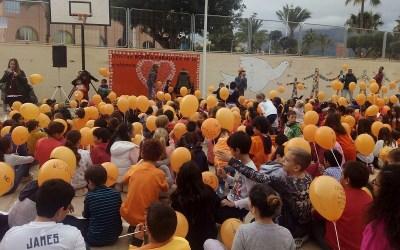 Más de dos mil estudiantes de l'Alfàs participan en una campaña de la ONU contra la violencia a mujeres y niñas