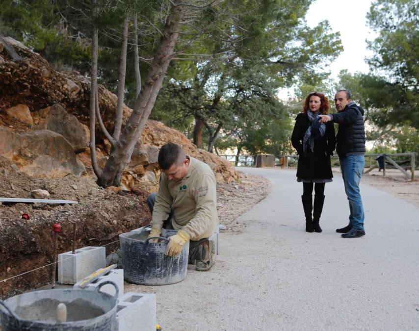 El Parc Natural de la Serra Gelada y el ayuntamiento de l'Alfàs del Pi acometen mejoras en el Camino del Faro