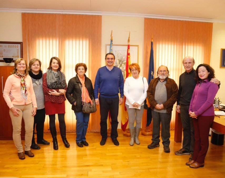 Los jubilados de l'Albir entregan más de dos mil euros al Voluntariado Social de l'Alfàs