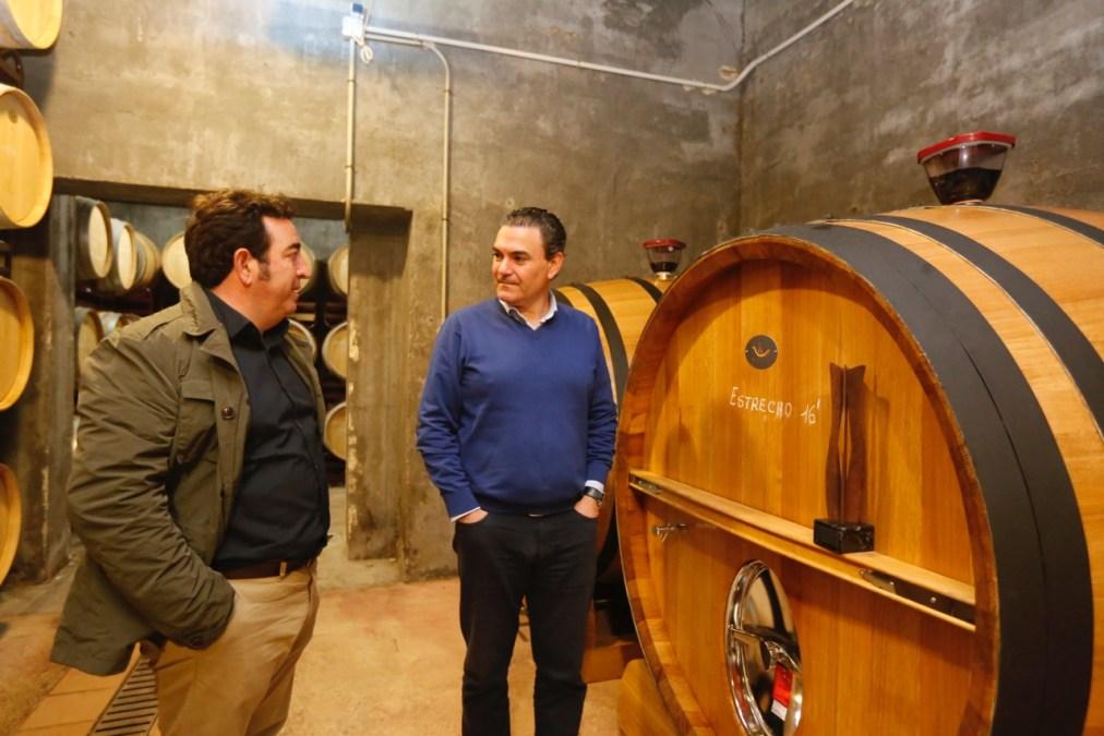El Ayuntamiento de l'Alfàs felicita a Bodegas Mendoza por su reconocimiento en los premios 'Importantes'