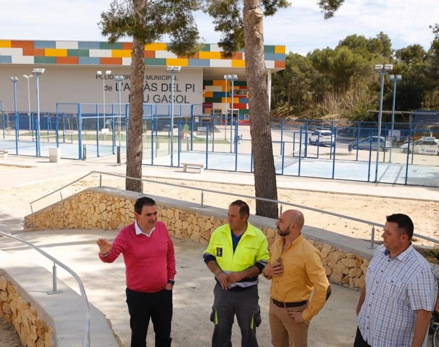 Arques y Morant supervisan las últimas obras de mejora del polideportivo municipal de l'Alfàs del Pi