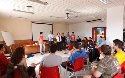 El curso de primeros auxilios y uso del DESA de Juventud se inicia con un rotundo éxito de participación