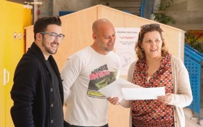 Poesía bajo el agua en el primer festival Letrart de l'Alfàs del Pi