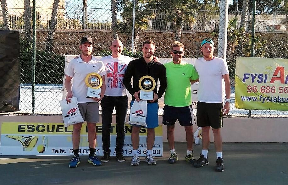 Este  domingo se  celebró el  octavo  torneo de tenis de dobles Open Mixto de l'Alfàs del Pi.