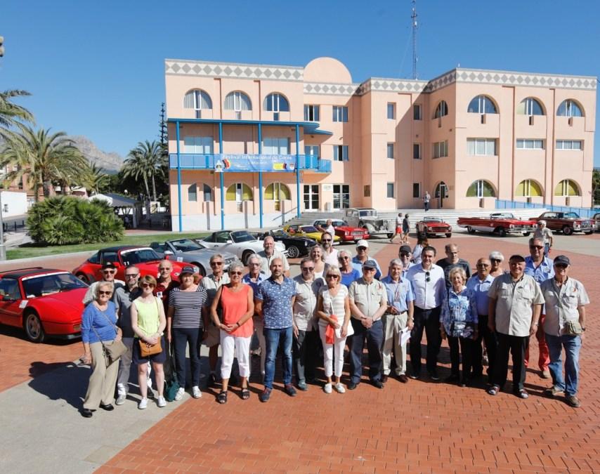 Cerca de una treintena de coches clásicos parten de l'Alfàs en el VI Rally Tierra de Conquistadores
