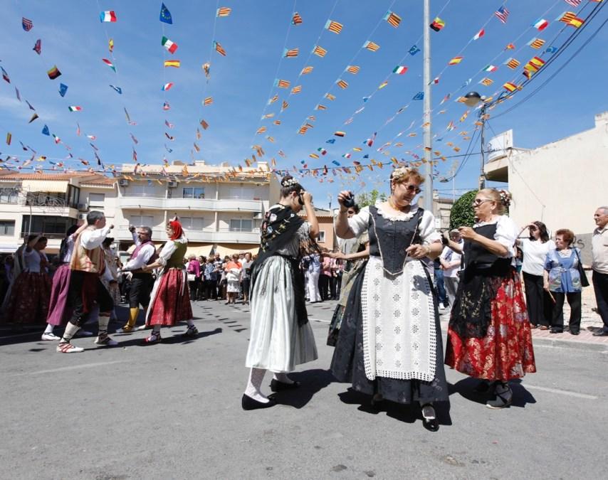 Centenares de alfasinos disfrutan al calor de la Festa de la Creueta