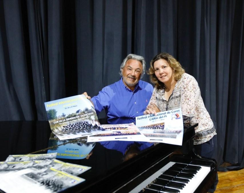 Mayte García, edil de Cultura y José Antonio Rubio, coordinador del Festival Internacional de Coros de l'Alfàs