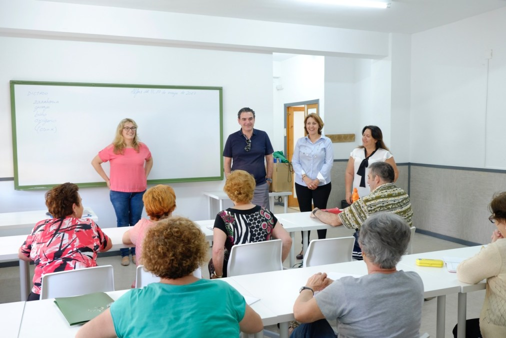 Casi una decena de alumnos finalizan el 'Curso de educación de base para adultos'