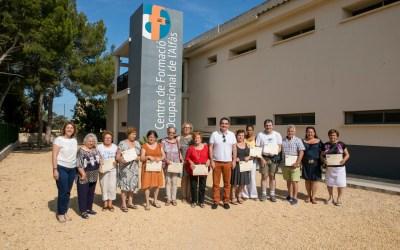 Finaliza el 'Curso de educación de base para adultos' con la entrega de diplomas a los alumnos