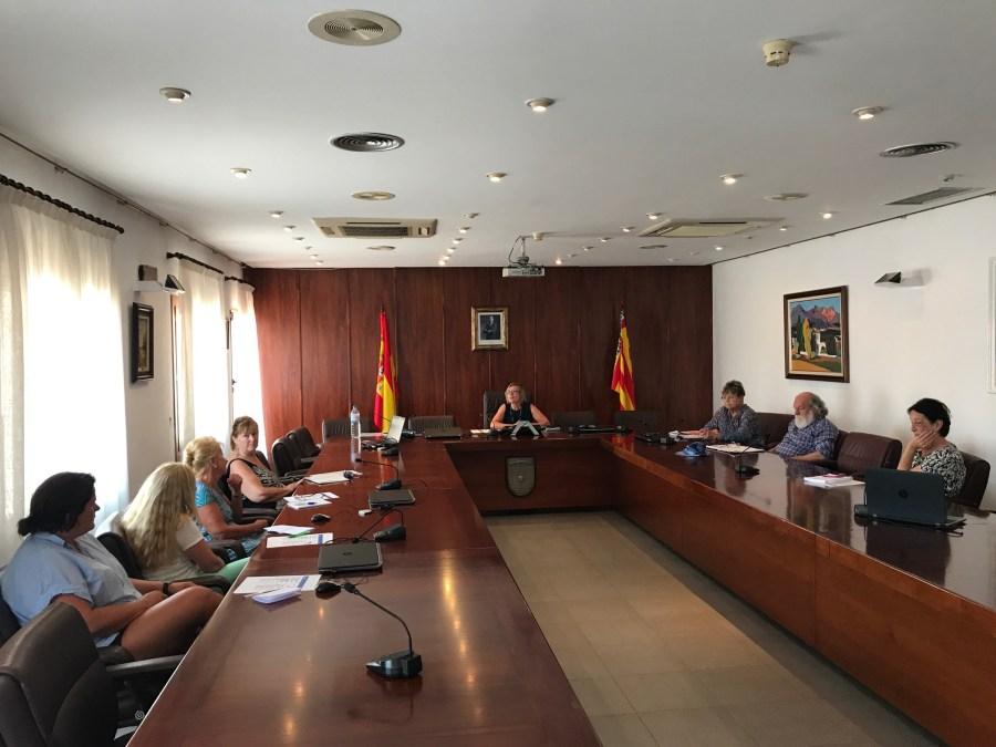 La concejalía de residentes extranjeros celebra su última reunión con las asociaciones hasta el final del verano