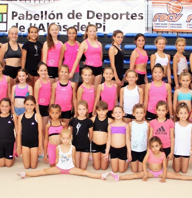 El concejal de deportes Luis Miguel Morant ha visitado a las alumnas del Campus de Gimnasia Rítmica que se desarrolla en l'Alfàs del Pi